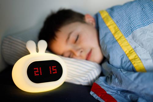 InnoGIO Silikonowa lampka nocna z budzikiem GIOrabbit GIO-135  (10)